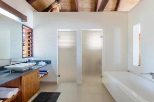 A bathroom at Eratap Beach Resort