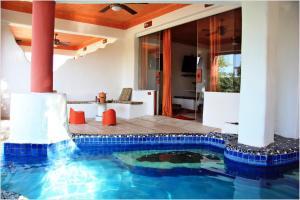 المسبح في Mirabel Club Resort أو بالجوار