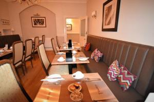A restaurant or other place to eat at Taunton House Hotel