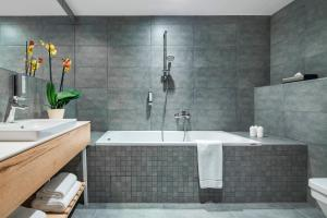 A bathroom at Hotel Aquarion Family & Friends