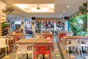 Un restaurant u otro lugar para comer en New Siam 1 Guest House