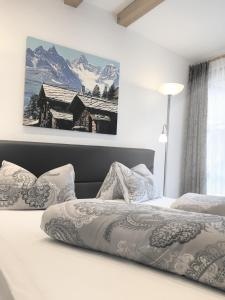 A bed or beds in a room at Alp Chalet Appartement