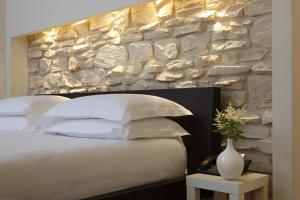 A bed or beds in a room at Relais Piazza Signoria