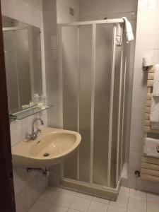 A bathroom at Hotel Villa Marina