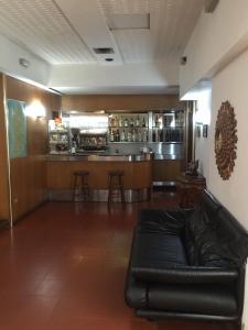 The lounge or bar area at Hotel Villa Marina