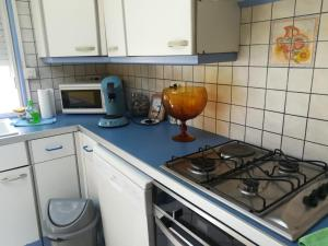 """A kitchen or kitchenette at """"Lou Pataquet"""""""