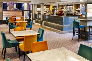 The lounge or bar area at Mercure Bolton Georgian House Hotel