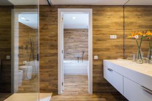 A bathroom at Room Mate Pau