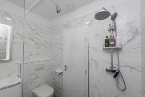 A bathroom at Gallery Rooms