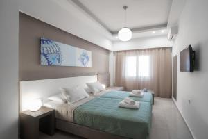 A bed or beds in a room at Coral Apartments