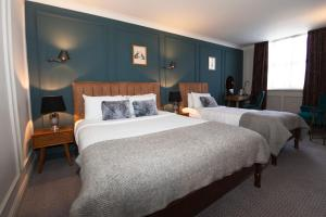 A bed or beds in a room at Hotel Cromwell Stevenage