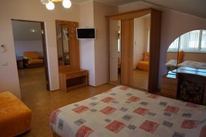 Кровать или кровати в номере Александрия