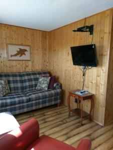 A seating area at Cape View Motel & Cottages