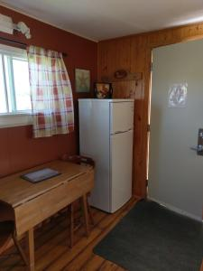 A kitchen or kitchenette at Cape View Motel & Cottages