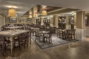 A restaurant or other place to eat at Village Hotel on Biltmore Estate