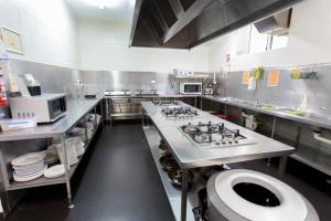A kitchen or kitchenette at Cairns Central YHA