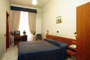 A bed or beds in a room at Hotel Demetra Capitolina