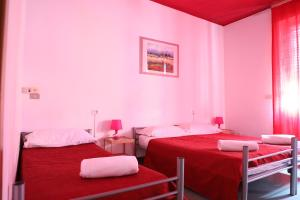 A bed or beds in a room at Hotel Galla