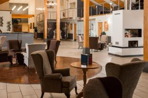 The lounge or bar area at Draycote Hotel And Whitefields Golf Course