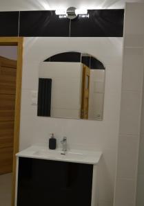 A bathroom at Hostel P&K Wolka Kosowska