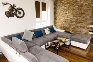 A seating area at Zamocka Iris Apartment