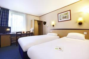 A bed or beds in a room at Campanile Hotel & Restaurant Amersfoort