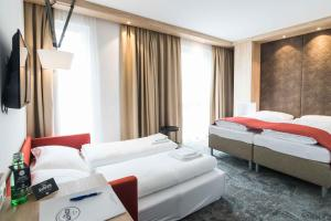 A bed or beds in a room at Das Alfred