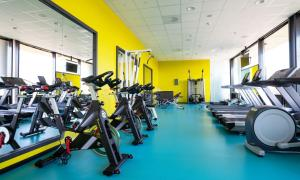 The fitness center and/or fitness facilities at Thon Hotel Arena