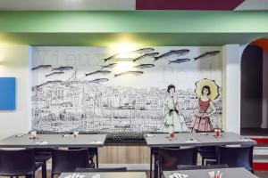 A restaurant or other place to eat at ibis Styles Marseille Vieux Port