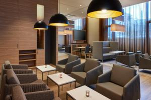 The lounge or bar area at Hampton by Hilton Berlin City Centre Alexanderplatz