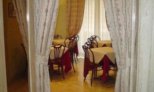 A restaurant or other place to eat at Hotel Demetra Capitolina