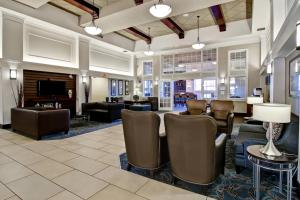 The lounge or bar area at Hampton Inn & Suites by Hilton Calgary-Airport