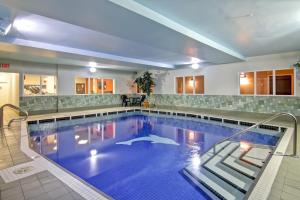 The swimming pool at or near Hampton Inn & Suites by Hilton Calgary-Airport