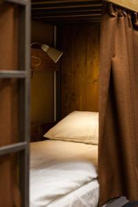 Кровать или кровати в номере ALL MUSIC Hostel #1 Mayakovskaya