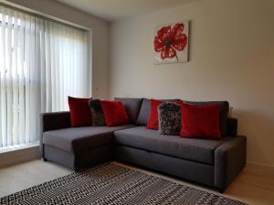 A seating area at Vetrelax Basildon City Center Apartment