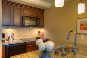 A kitchen or kitchenette at Oak Bay Beach Hotel