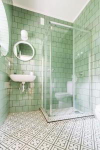 Ein Badezimmer in der Unterkunft Nice Way Cascais Hostel & Surf Camp