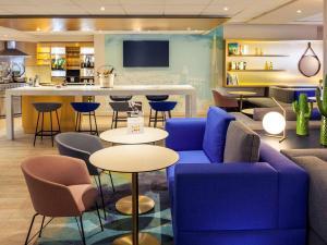 The lounge or bar area at Mercure Rouen Centre Cathédrale