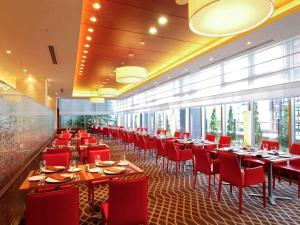 A restaurant or other place to eat at Mercure Hotel Sapporo