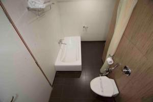 A bathroom at Hotel Grand International
