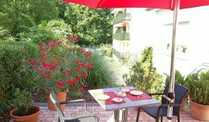 Ein Restaurant oder anderes Speiselokal in der Unterkunft Margarethenhof