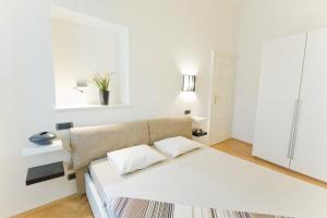 Ein Bett oder Betten in einem Zimmer der Unterkunft Bohemia Apartments Prague Old Town
