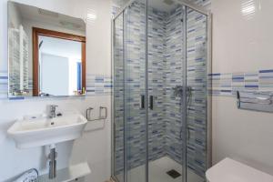 A bathroom at O Castelo