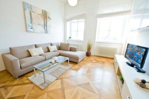Ein Sitzbereich in der Unterkunft Bohemia Apartments Prague Old Town