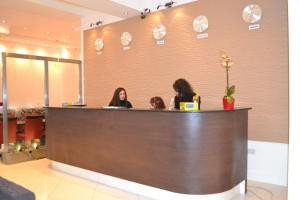 The lobby or reception area at Cromwell International Hotel