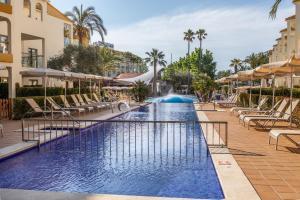 Het zwembad bij of vlak bij Zafiro Tropic