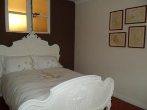 A bed or beds in a room at La MAISON du PORT