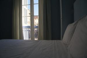 A bed or beds in a room at La MAISON de l'OPERA
