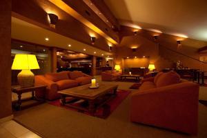 O saguão ou recepção de Park Hotel Calama