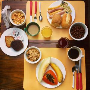 Breakfast options available to guests at Pousada Paloma